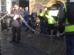 Mayor cutting the recycled paper chain