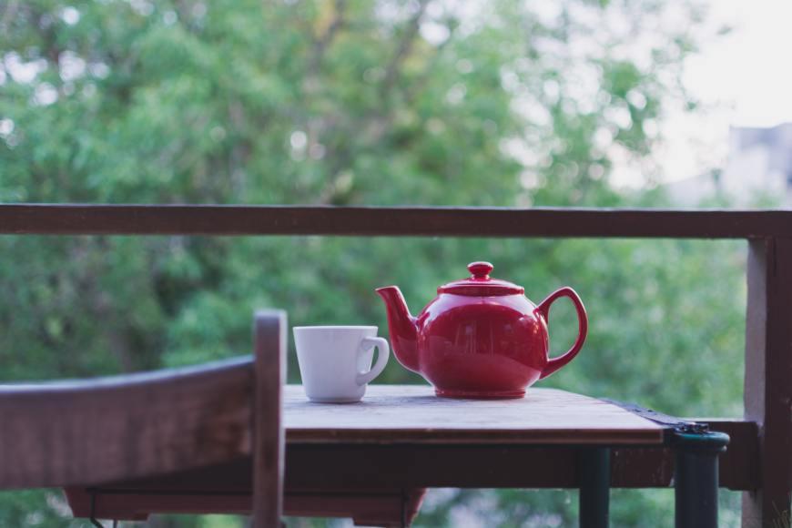 tea pot jorge-garcia-4aJ9GCwB3Gw-unsplash